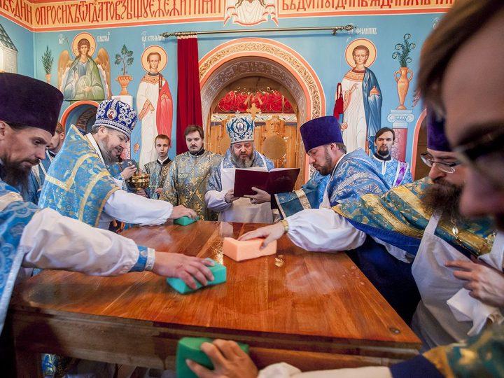 В поселке Трудармейском освящен восстановленный после пожара храм