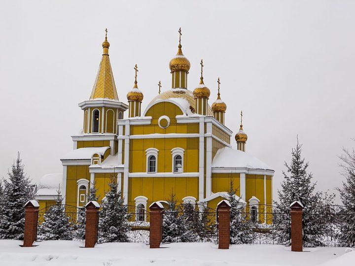 В канун престольного праздника митрополит совершил всенощное бдение в Никольском храме Полысаева