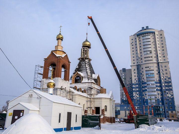 Кемеровский храм в честь Воскресения Христова увенчался крестами