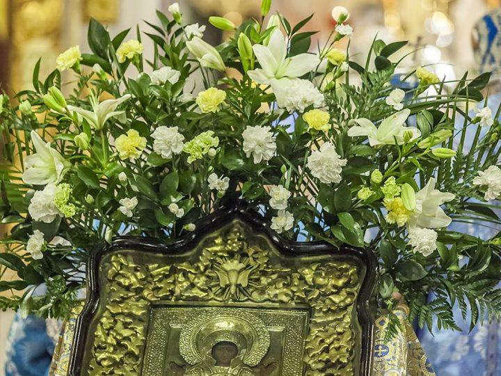 В канун престольного дня в Знаменском соборе прошло Всенощное бдение