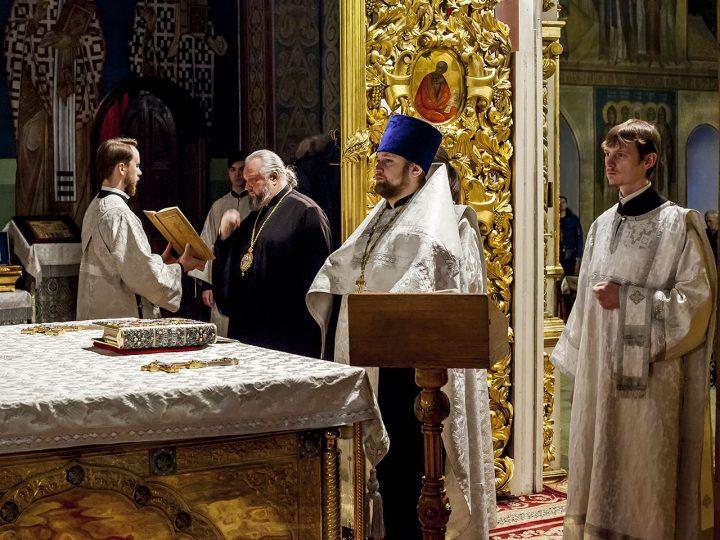 Митрополит Аристарх совершил Всенощное бдение в кафедральном соборе