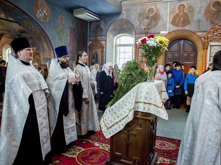 Митрополит совершил Великую вечерню в Киселевске