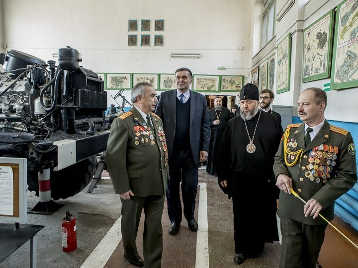 Состоялся рабочий визит главы Кузбасской митрополии в Региональное отделение ДОСААФ России Кемеровской области