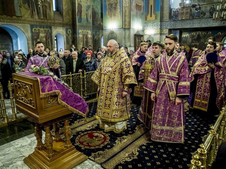 В неделю Крестопоклонную митрополит Аристарх совершил богослужения в кафедральном храме