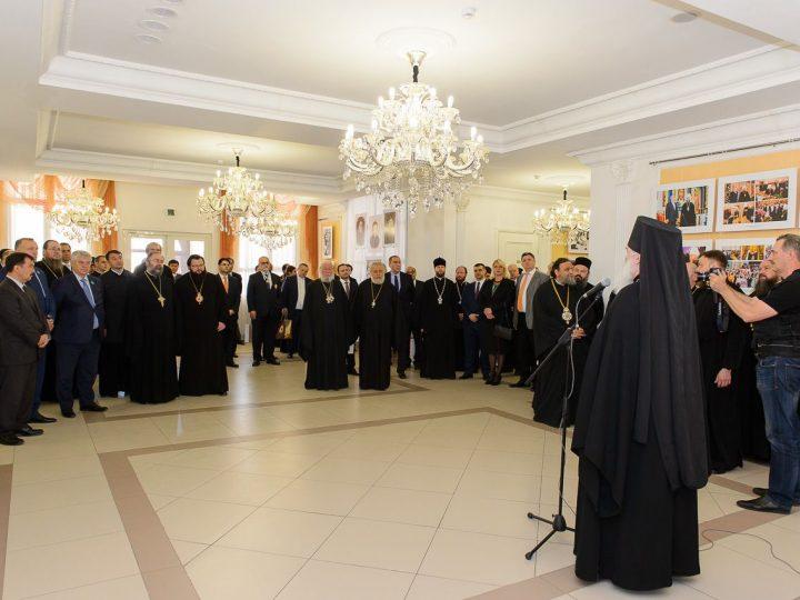 В рамках мероприятий, посвящённых 145-летию учреждения Туркестанской епархии, митрополит Аристарх принял участие в открытии фотовыставки