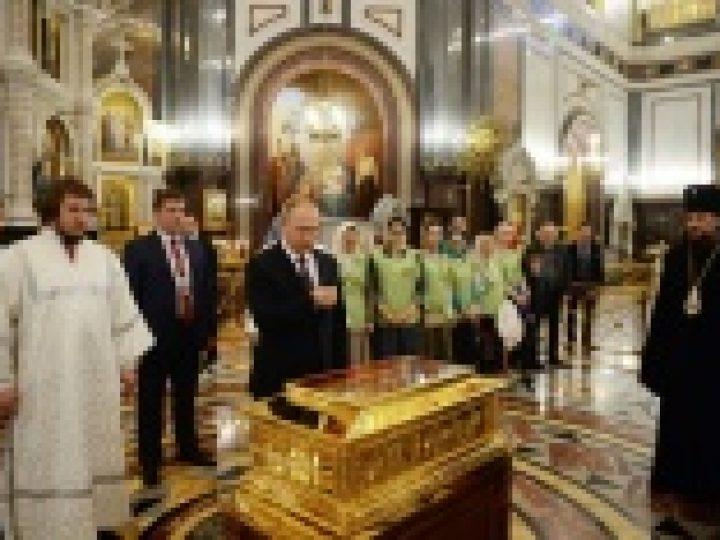 Президент России поклонился мощам святителя Николая Чудотворца в Храме Христа Спасителя
