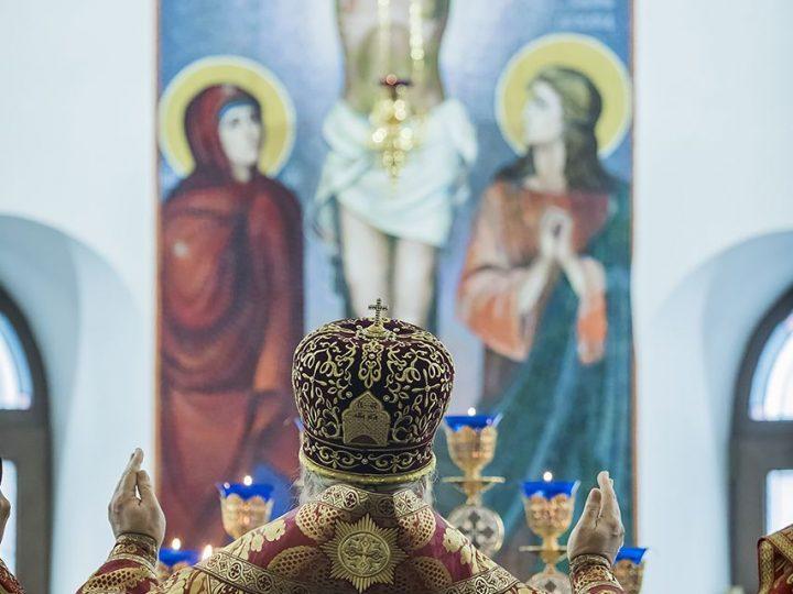 В неделю святых Жен-мироносиц митрополит Аристарх совершил Литургию в Казанском храме поселка Школьный