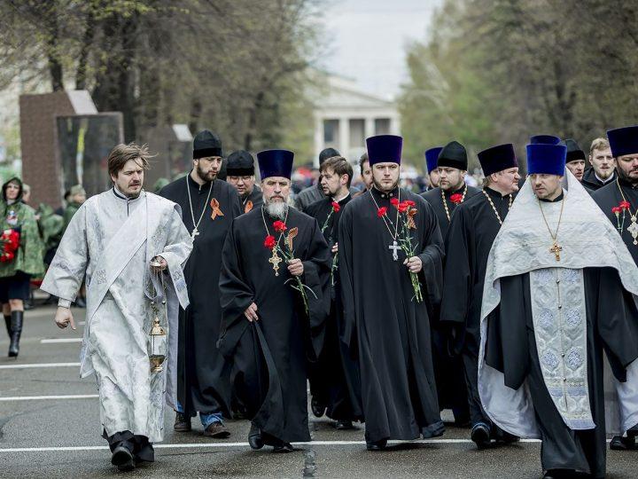 Кузбасские священнослужители приняли участие в праздновании Дня Великой Победы в Кемерове