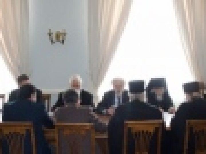 В Свято-Тихоновском университете обсудили создание образовательной программы по сектоведению