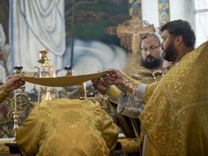 Глава митрополии возглавил торжества по случаю 110-летия храма в Салаире