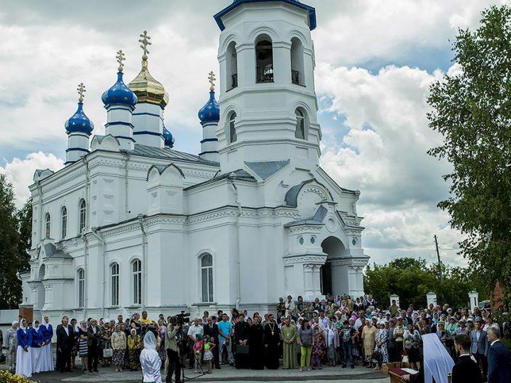 В рамках торжеств по случаю 110-летия освящения Петропавловского храма в Салаире восстановлен памятник императору Александру II