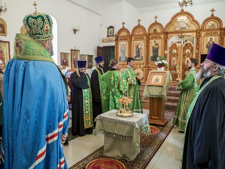 В канун престольного дня митрополит Аристарх совершил богослужение в храме преподобного Сергия в Киселевске
