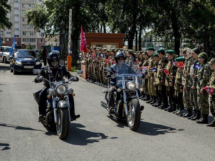 Кузбасская митрополия встретила участников международного автопробега ДОСААФ