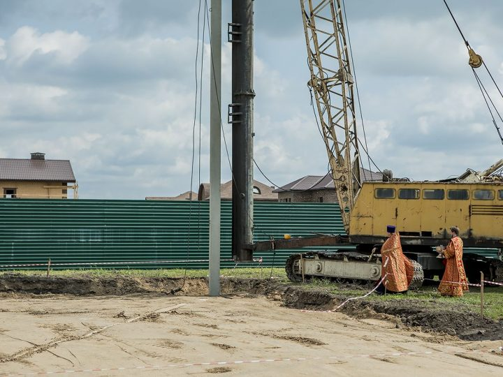 Забита первая свая Михайловского храма в Кемеровском районе