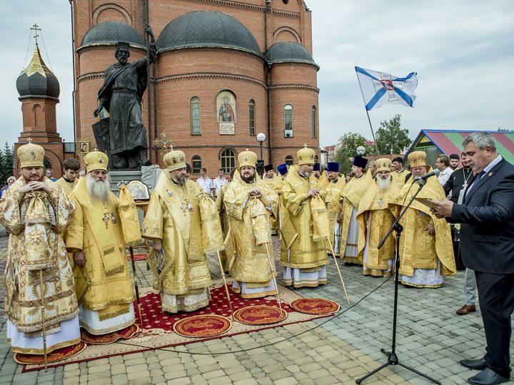 Пятилетие митрополии: в главном храме Кузбасса совершена Божественная Литургия