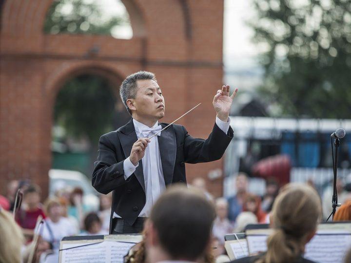 Пятилетие митрополии: концерт Губернаторского симфонического оркестра Кузбасса прошёл на площади Знаменского собора