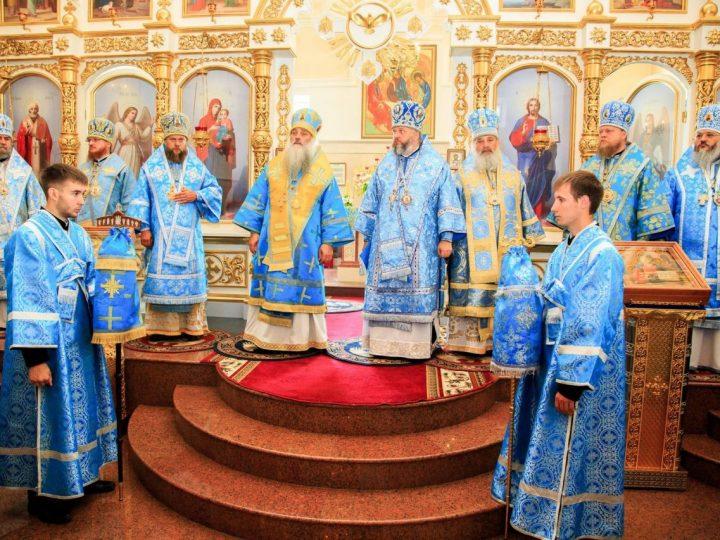 Митрополит Аристарх поздравил главу Алтайской митрополии с юбилеем