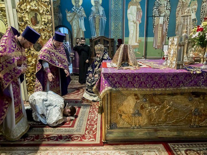 В праздник Воздвижения митрополит Аристарх совершил священническую хиротонию