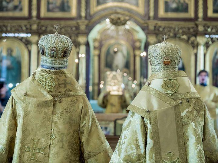 Два митрополита совершили Всенощное бдение в старейшем кемеровском храме