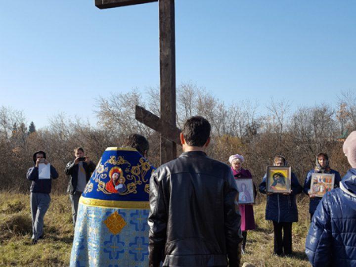 В селе Евтино Беловского района состоялось освящение поклонного креста и источника