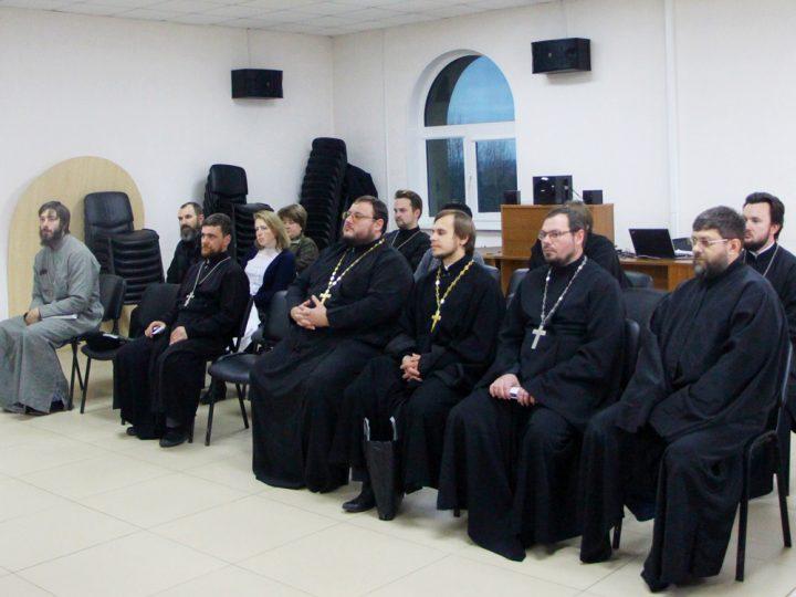 Миссионеры Кузбасса собрались за круглым столом