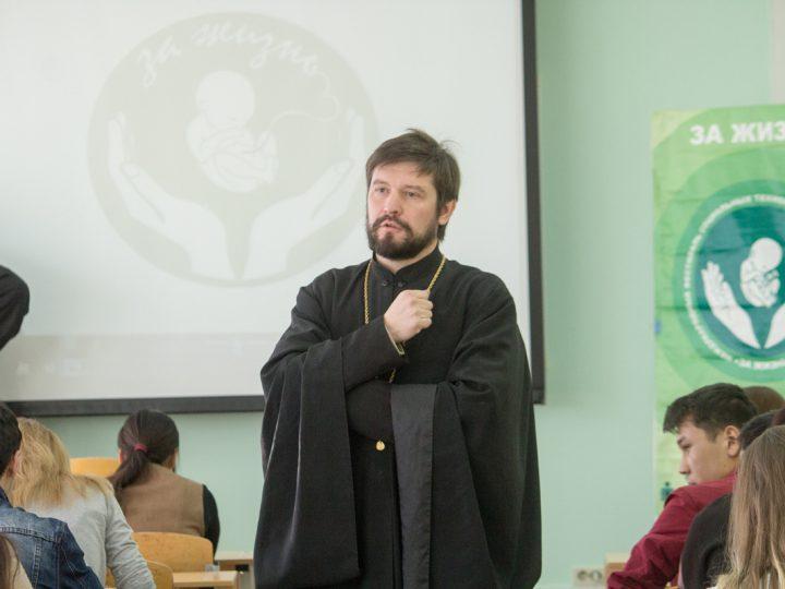 В кемеровском ВУЗе прошла акция «Тот, кто будет человеком, уже человек»