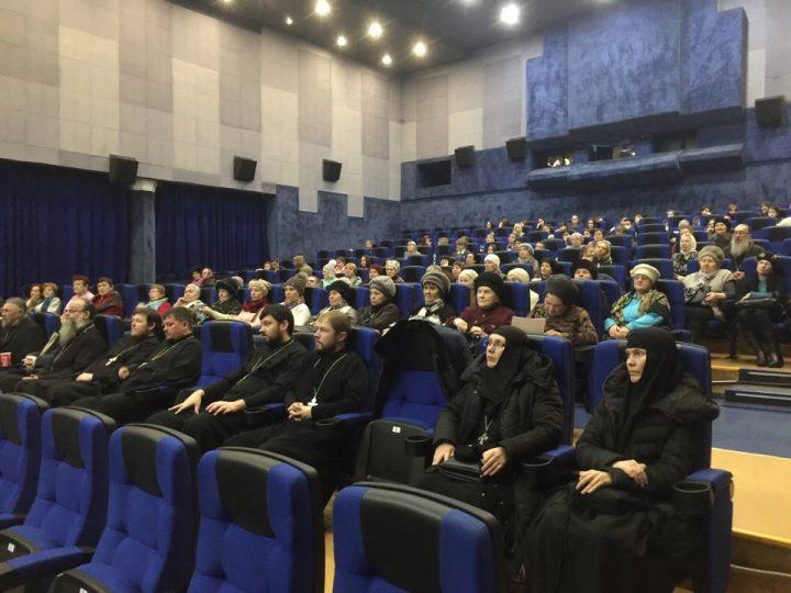 Фильм новосибирского священнослужителя показали клирикам Кемеровской епархии
