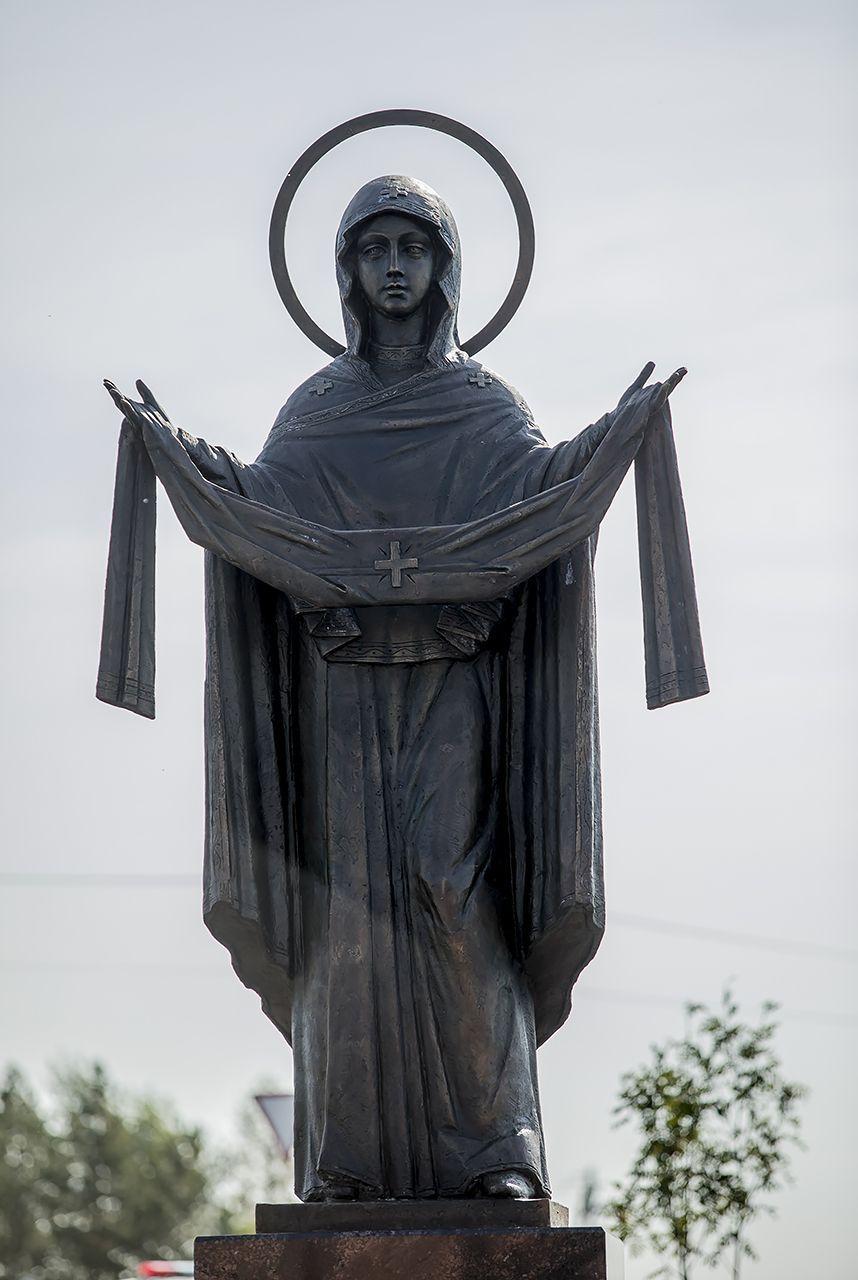 Скульптура Пресвятой Богородицы в Киселевске