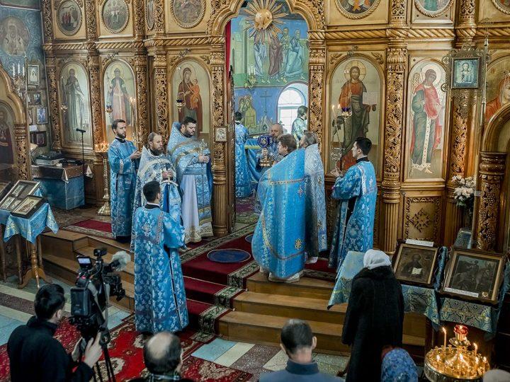 22 ноября 2017 г. Божественная Литургия в престольный день храма иконы Божией Матери «Скоропослушница» г. Киселевска