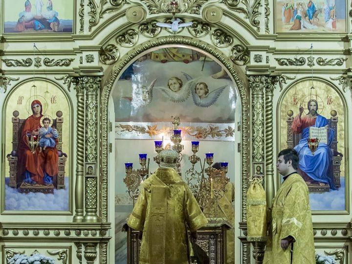Глава митрополии совершил Литургию в прокопьевском соборе Рождества Иоанна Предтечи