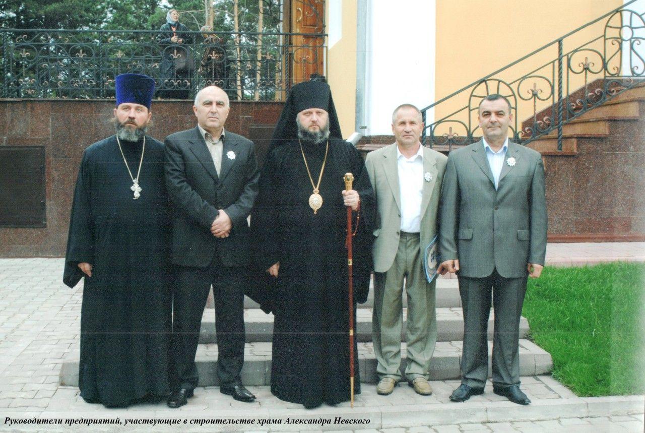 Епископ Кемеровский и Новокузнецкий Аристарх (ныне мтрополит) в день освящения храма А. Невского 12 сентября 2006 г