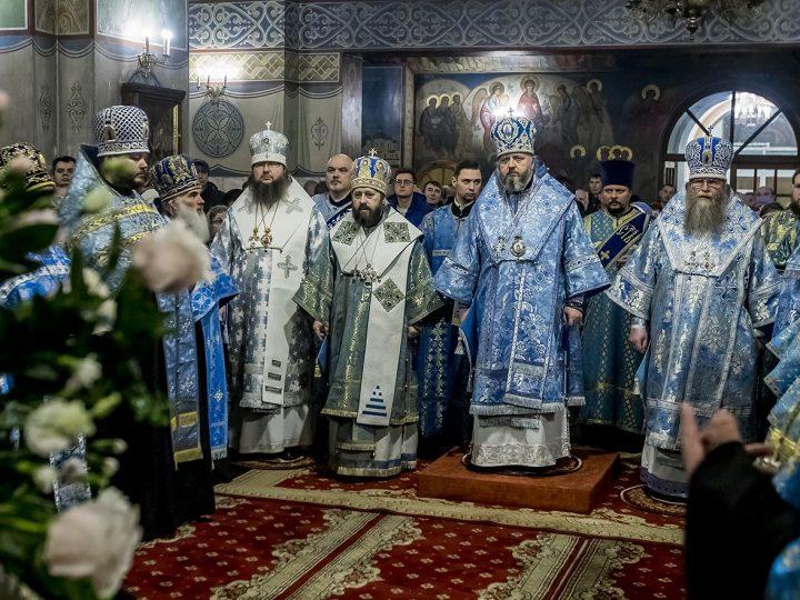 В канун престольного праздника в главном храме Кузбасса совершено праздничное богослужение