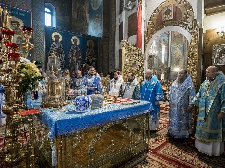 Шесть архипастырей совершили Божественную Литургию в Знаменском кафедральном соборе в престольный день