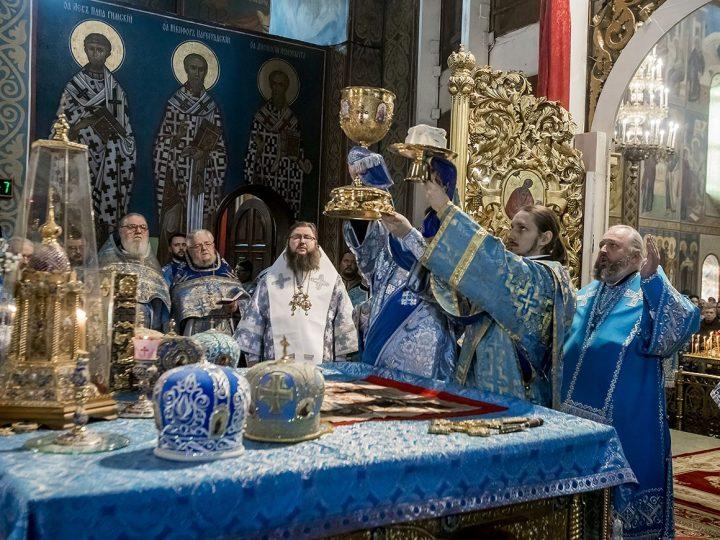 10 декабря 2017 г. Божественная Литургия в престольный день Знаменского кафедрального собора