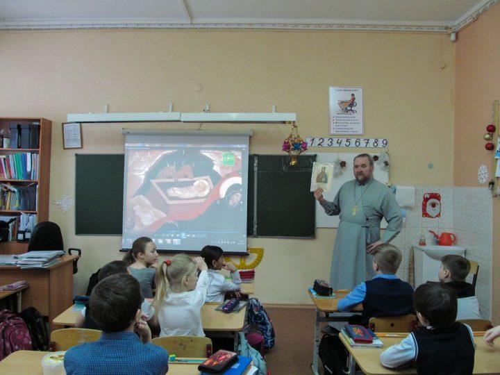 В кемеровской школе прошёл классный час на тему «Рождество Христово»