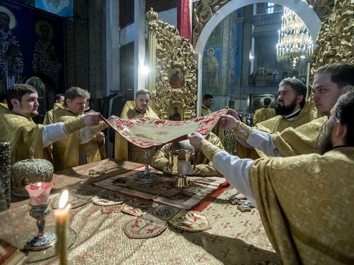 В последний день 2017 года митрополит молился о милости Божией в году наступающем