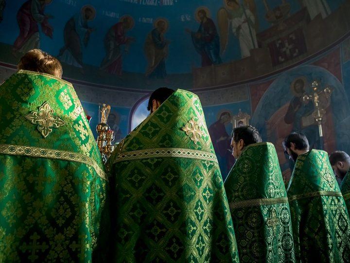 2 января 2018 г. Божественная Литургия в престольный день храма праведного Иоанна Кронштадского в Березовском