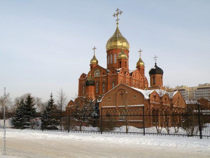 Богослужения 24-й недели по Пятидесятнице митрополит совершил в Знаменском соборе
