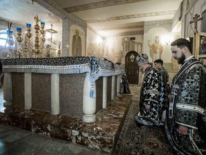 Митрополит совершил первую Литургию Преждеосвященных Даров в кафедральном соборе