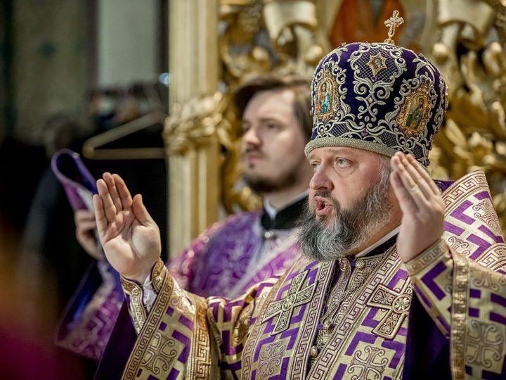 В четвертый воскресный день поста митрополит служил в кафедральном соборе