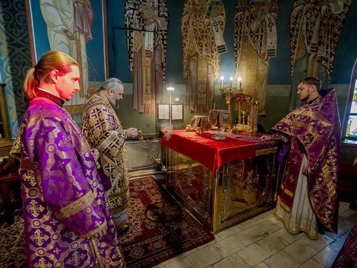 В пятое воскресенье поста митрополит молился в кафедральном соборе