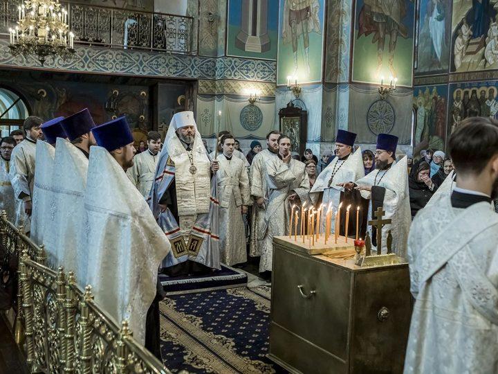 Митрополит Аристарх совершил заупокойное богослужение по жертвам трагедии в Кемерове