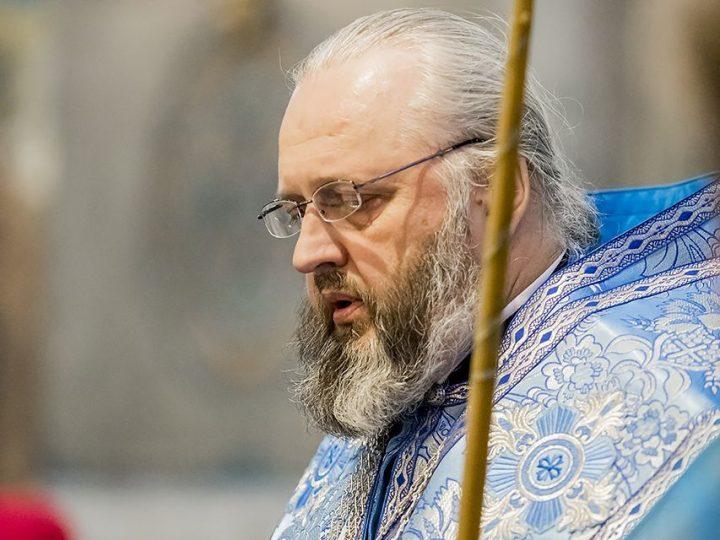 В субботу акафиста глава митрополии молился в Знаменском соборе