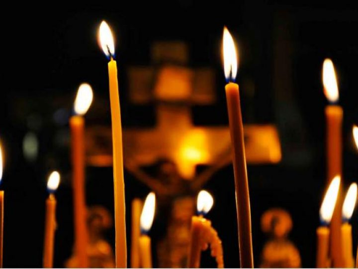 В Троицкую родительскую субботу глава митрополии совершил панихиду в Знаменском соборе