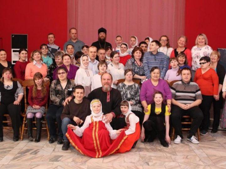 В Междуреченске прошла праздничная встреча участников семейного клуба «В кругу друзей»