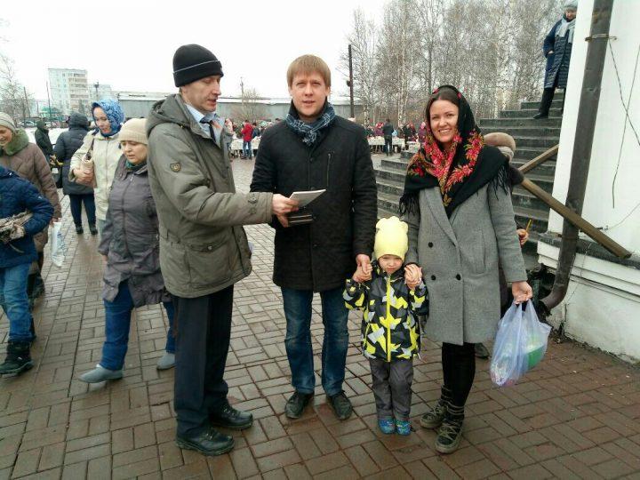 В Великую субботу и Светлый праздник Пасхи в храмах Кемерова и Ленинска-Кузнецкого прошла акция «Пасхальная весть»