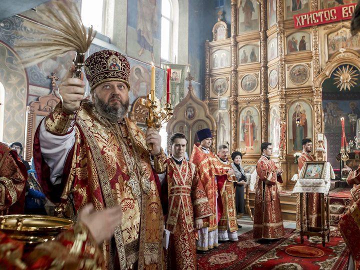 В Светлую среду митрополит Аристарх совершил Литургию в храме иконы Божией Матери «Скоропослушница» Киселевска