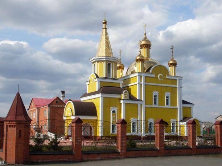 Митрополит Аристарх совершил Всенощное бдение в Никольском храме Полысаева в канун престольного дня