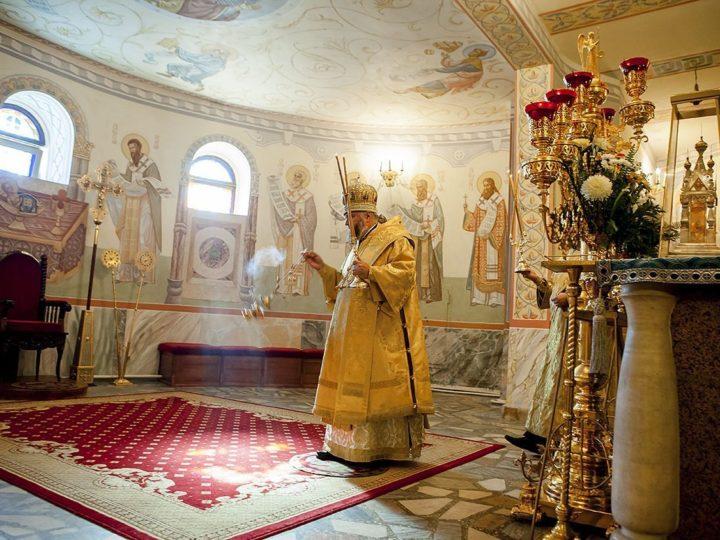 В седьмую неделю по Пасхе митрополит Аристарх совершил Литургию в Знаменском соборе