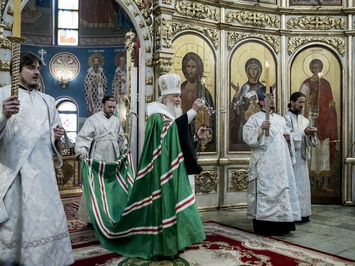 Святейший Патриарх помолился вместе с родственниками погибших при пожаре в торговом центре «Зимняя вишня» в Кемерове